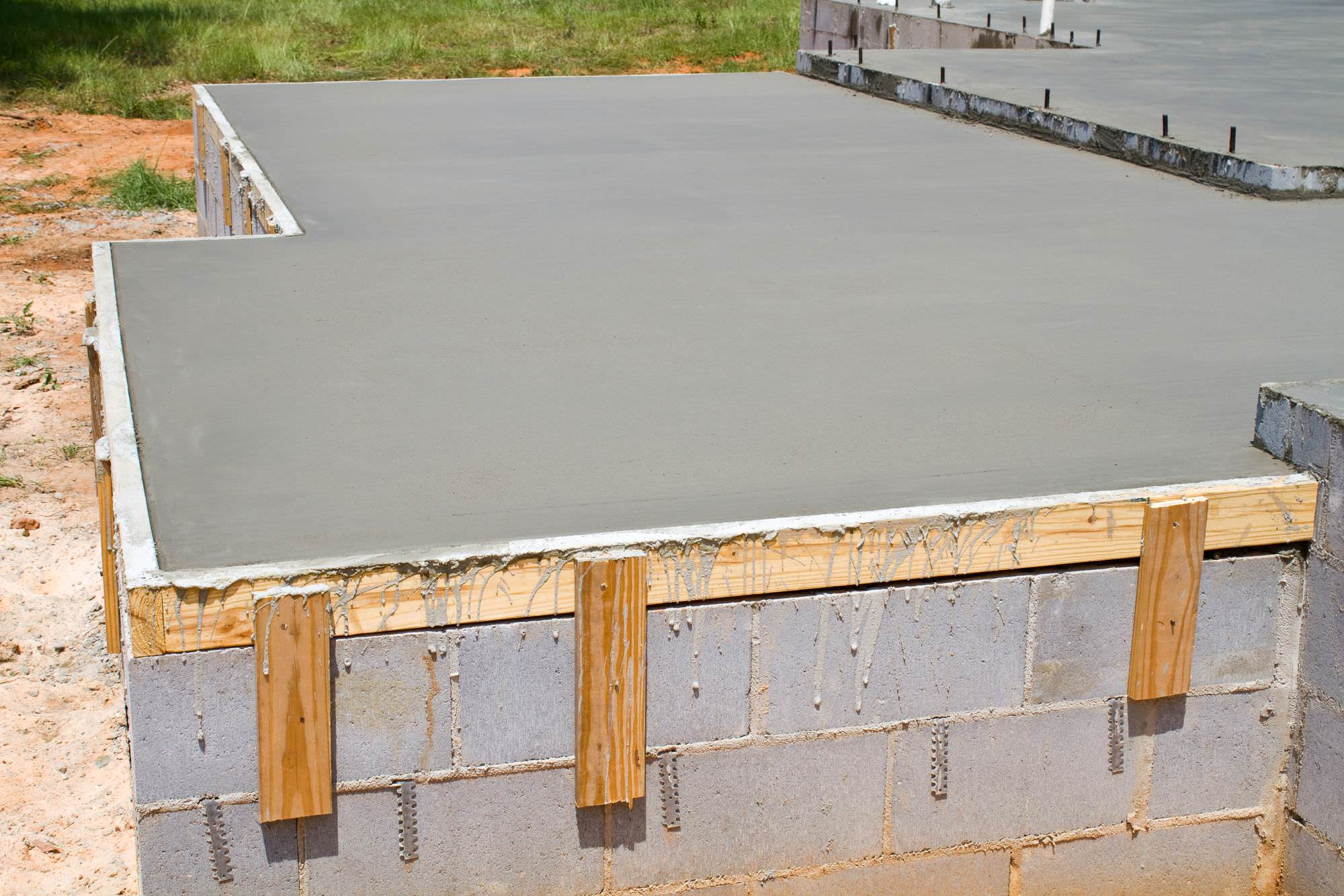 wet concrete slab drying