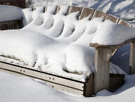 Wooden-Bench-in-Winter