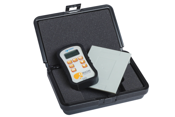 Orion 940 Moisture Meter with Plastic Case and Calibrator Platform