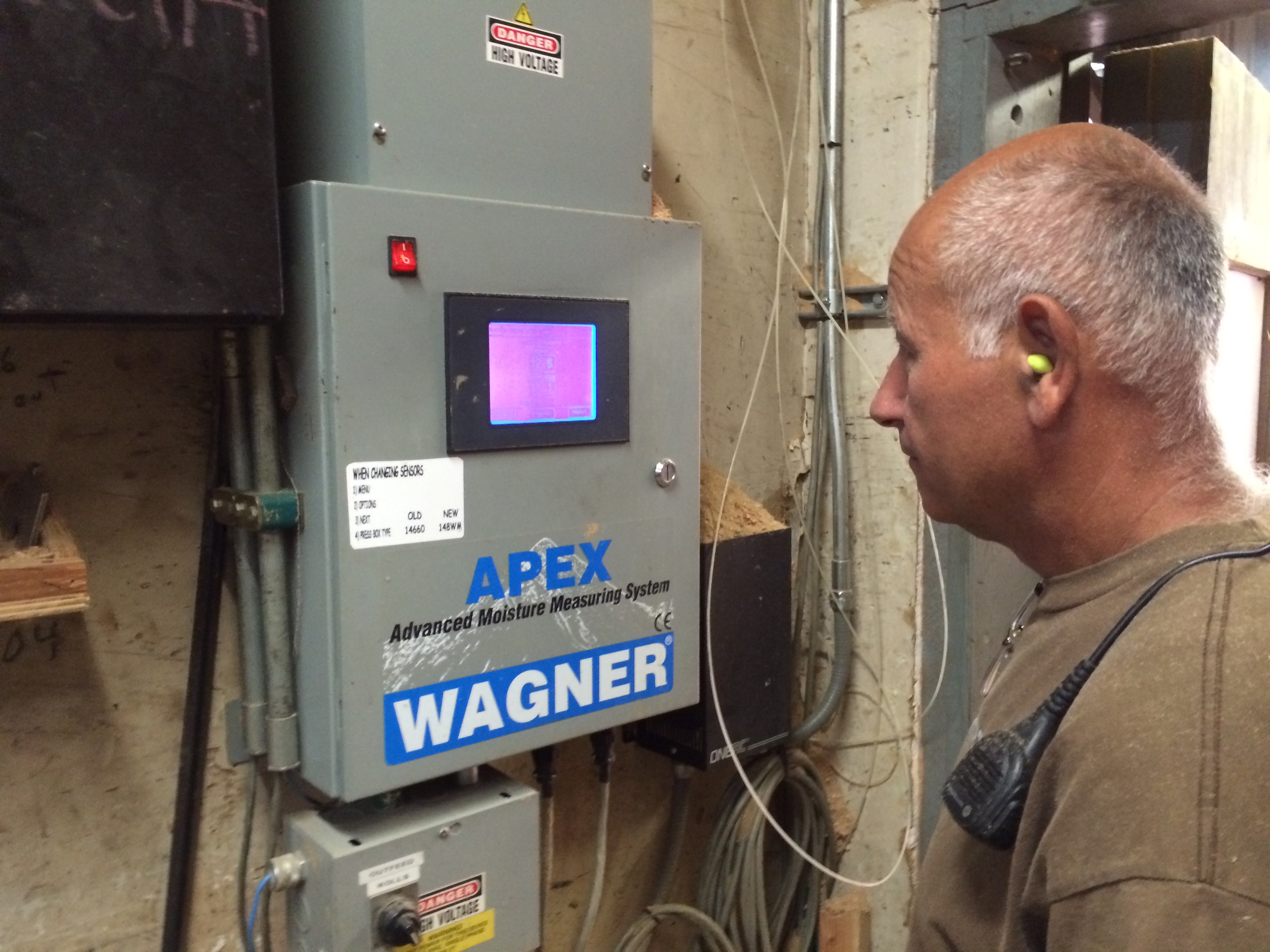 Manke Lumber Company Apex moisture measurment system
