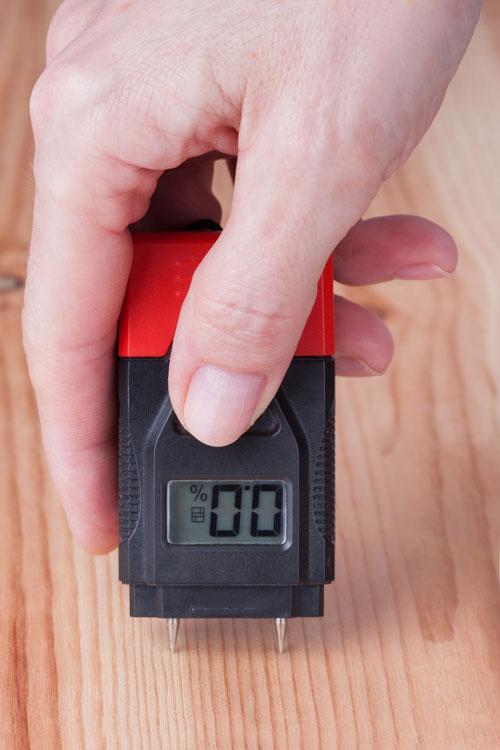 Pin-type wood moisture meter